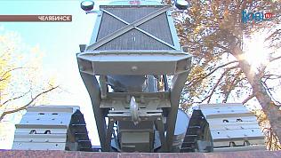 Памятник первому трактору ЧТЗ отреставрировали