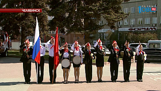 Челябинских школьников посвятили в пионеры