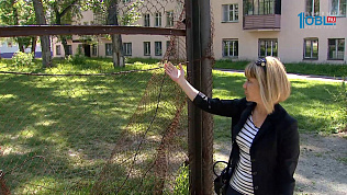 Жители ЧТЗ пожаловались на проржавевшие детские площадки
