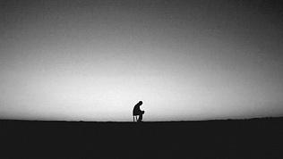 Психологи рассказали, к чему приводит одиночество