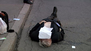 На остановке в центре Челябинска от инфаркта скончался мужчина