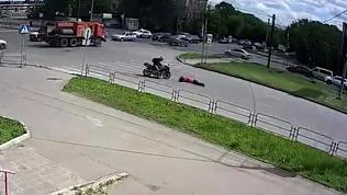В Магнитогорске мотоциклист сбил женщину на «зебре» и скрылся