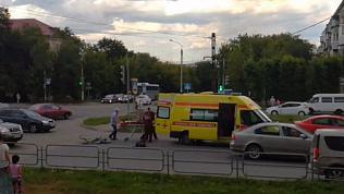 «Скорая помощь» сбила велосипедистку в Магнитогорске, возвращаясь с пострадавшим в ДТП