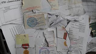 Разорванные наградные документы ветеранов нашли на свалке в Рощино