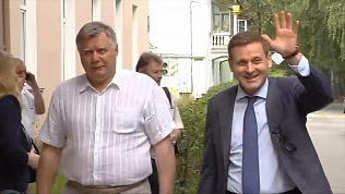 Экс-сенатор Константин Цыбко прибыл в зал суда в хорошем настроении