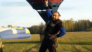 Силач Эльбрус Нигматуллин руками посадил воздушный шар