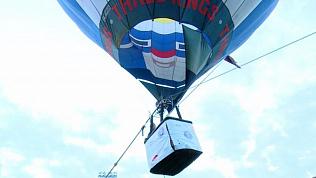 Челябинский стронгмен Эльбрус Нигматуллин руками посадил воздушный шар