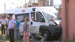 Момент столкновения челябинской маршрутки с пассажирами попал на видео