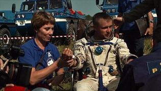 На берег челябинского озера приземлилась капсула с космонавтами