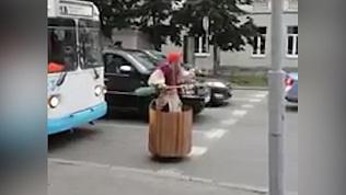 Баба-яга в гироступе пронеслась по проезжей части