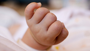 Тело новорожденного мальчика нашли в частном секторе в Коркино