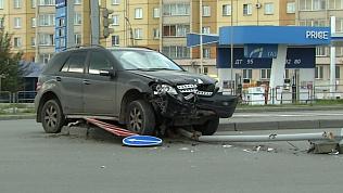 Водитель «Мерседеса» снес светофор в Советском районе Челябинска