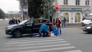Медики пытались реанимировать умершего водителя прямо на проезжей части. Видео