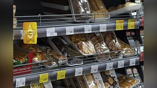 Голодные воробьи атаковали прилавки челябинского супермаркета