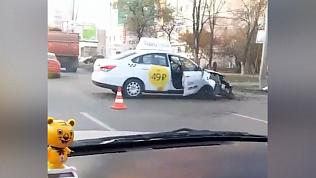Пассажир такси скончался после ДТП с электроопорой в Челябинске
