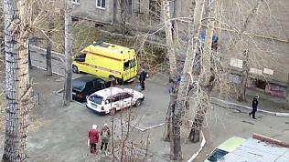 Челябинский пациент сбежал из реанимобиля через окно. Видео
