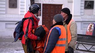 Иностранный парашютист в центре Челябинска оказался розыгрышем