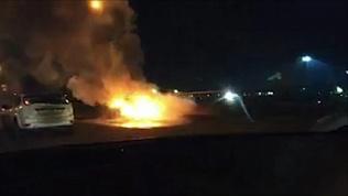Очевидцы сняли на видео загоревшуюся на ходу легковушку в Челябинске