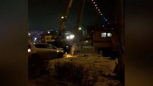 Иномарка «впечаталась» в столб в ночном ДТП в Магнитогорске