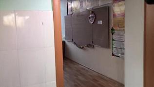 Корреспондент ОТВ транслирует из школы, где произошла поножовщина