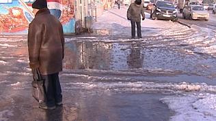 Крупная коммунальная авария стала причиной потопа на Свердловском проспекте