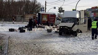 Две грузовые «Газели» столкнулись в Челябинске
