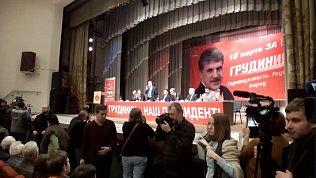 Драка на встрече кандидата с избирателями