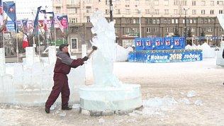В Челябинске демонтируют ледовый городок
