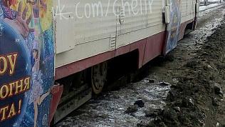 Движение закрыто. Сразу несколько трамваев сошли с рельсов в Челябинске