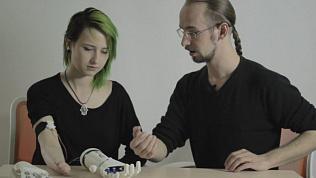 Челябинка вместе с инженером из Екатеринбурга разрабатывает бионическую руку