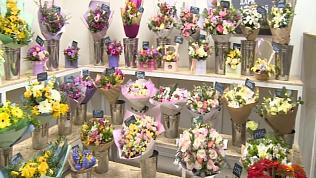 Челябинские магазины заполнены весенними цветами