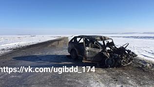 Три пассажира сгоревшей иномарки скончались после ДТП с фурой на Южном Урале