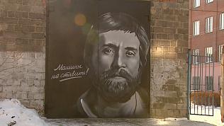 Челябинец изобразил Высоцкого на воротах гаража в пяти оттенках серого