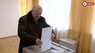 Глава Челябинска Евгений Тефтелев проголосовал в Курчатовском районе