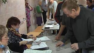Титов проголосовал в центре для бездомных в Челябинске