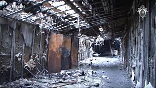 Работа следователей на пепелище кемеровского торгового центра попала на видео