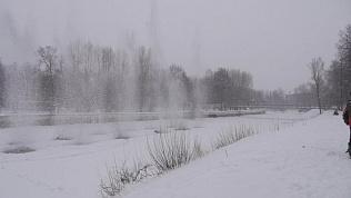 Взрыв льда на реке Сим сняли на видео