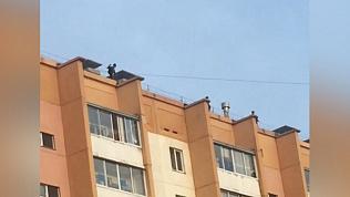 Подростки устроили танцы на крыше многоэтажки