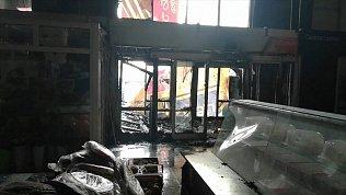 Пожар в магнитогорском ТК уничтожил несколько павильонов
