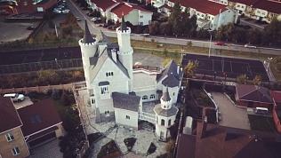 «Замок Спящей красавицы» в 386 квадратных метров выставлен на продажу в Челябинске