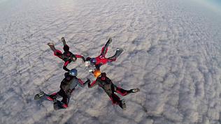 Парашютисты начали тренировать прыжки с высоты 3,5 километра