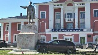 Водитель протаранил достопримечательность в центре Коркино