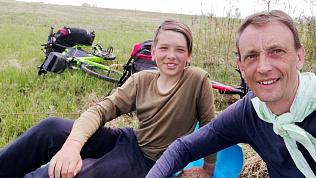 Челябинский бизнесмен бросил работу ради экстремальных путешествий с юным сыном на велосипедах