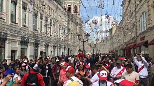 С песнями, танцами и в костюмах: челябинец снял на видео атмосферу, царящую перед ЧМ-2018