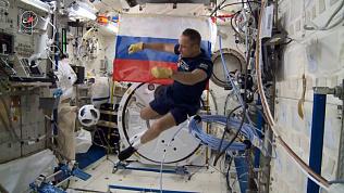 Космонавты сыграли в футбол на МКС мячом с ЧМ-2018