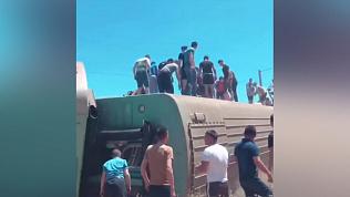 Пассажирский поезд сошел с рельсов в Казахстане. Погиб ребенок