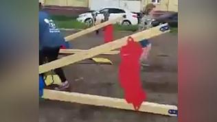 Опасные качели: южноуральские школьницы нашли нарушения на дворовом аттракционе