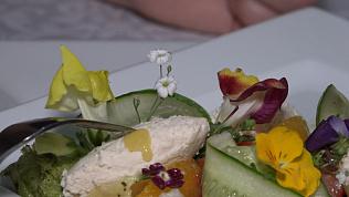 Съедобные цветы начали выращивать в ресторанах Челябинска