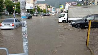 Сильный ливень затопил улицы Миасса