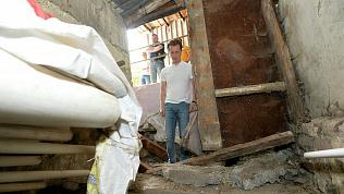 Дом с рухнувшим балконом в центре Челябинска пытаются спасти от обрушения